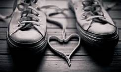 E mi slaccio le scarpe